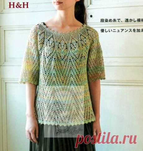 Crochet top with short sleeves