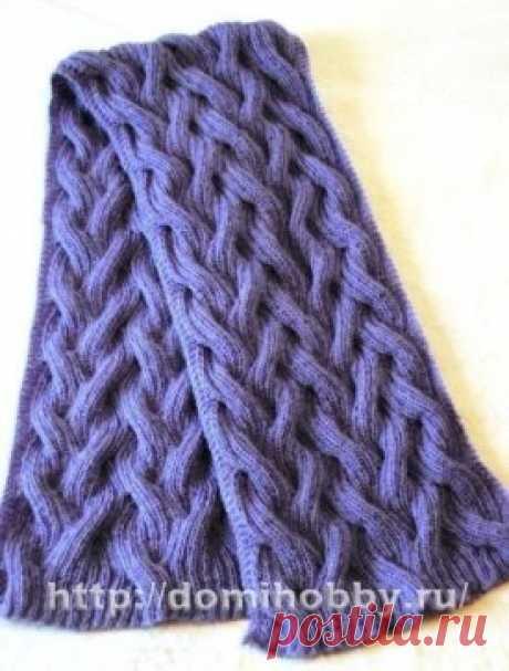 Шарф... Прекрасная модель вязаного шарфа спицами из пушистого мохера. Интересный узор простых переплетений не только красив, но и придает объем вязанному полотну.  Для шарфа размером 20 х 120 см вам потребуется 200 гр мохеровой пряжи (30% мохера, 60% акрила, 500м/100гр); спицы № 4,5; дополнительная спица.  Описание вязания шарфа спицами:  Наберите спицами 128 петель, учитывая, что раппорт узора составляет 24 петли + по 4 петли слева и справа (для вязания края шарфа платочн...