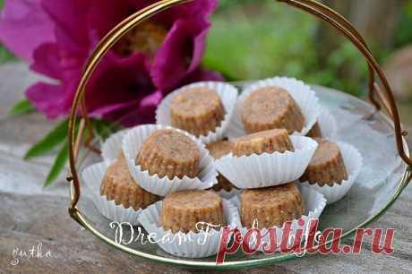 цукерки з фініками і арахісом