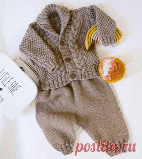 Комплект спицами: детские жакет и штанишки