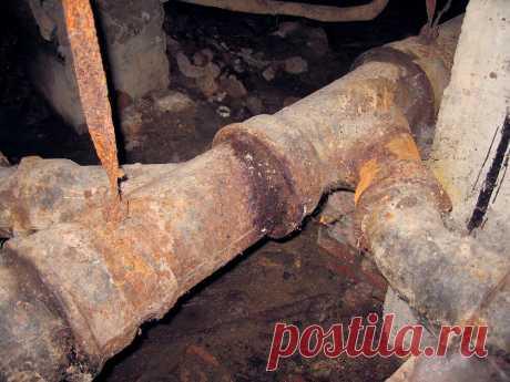 Как вынуть старую трубу из чугунного раструба | ЗАПИСКИ СТАРОГО ПРОРАБА | Яндекс Дзен