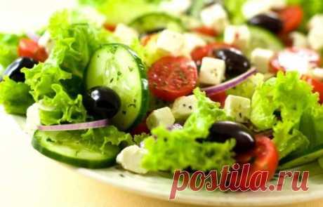 Греческий салат по классическим рецептам в домашних условиях.