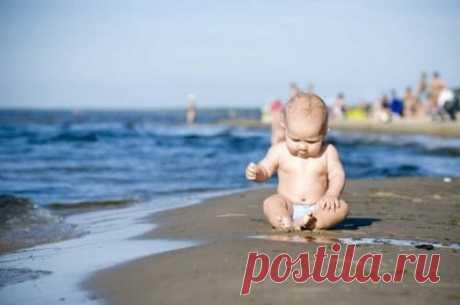 На море с грудничком: советы о том, как одеть ребенка на пляж, чтобы ему было комфортно