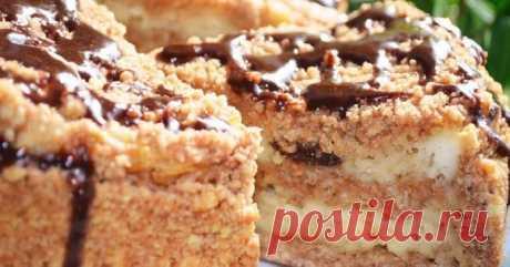 Великолепный пирог с творогом и черносливом. Идеальный десерт! Ингредиенты: Пшеничная мука — 300 гТворог — 300 гЧернослив — 60 гСливочное масло — 200 гСахар — 220 гКакао-порошок — 1 ч. л.Яйцо — 2 шт.Сметана — 2 ст. л.Сода — 0,5 ч. л.Манка — 1 ст. л. Приготовление: Мягкое масло перетрите с мукой, добавьте 150 г сахара и разотрите в крошку...