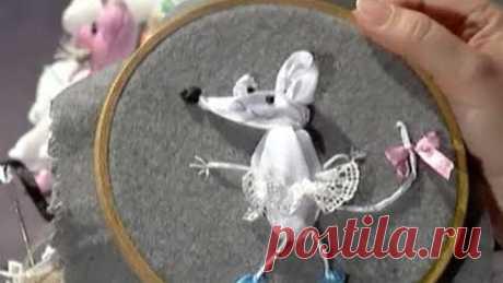Вышиваем символ 2020-го - Белую Металлическую Мышь!