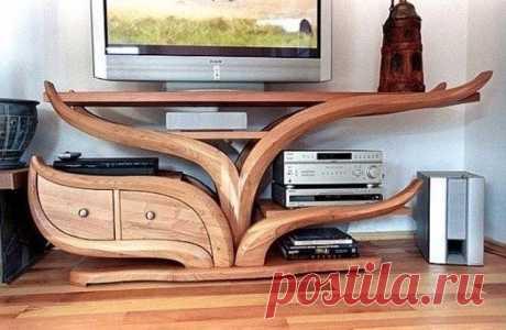 20 идей красивой и необычной мебели из дерева Роскошная деревянная мебель служит верой и правдой долгие годы, к тому же, выглядит восхитительно.  А когда обыкновенную мебель, такую как стенка, каркас кровати, стол и стул, шкаф и пр., мастер превращает в уникальную, то от такого произведения искусства действительно трудно отвести взгляд! Оцен