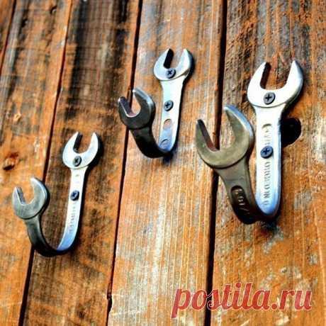 The bent keys established as wall hooks. Brutally.