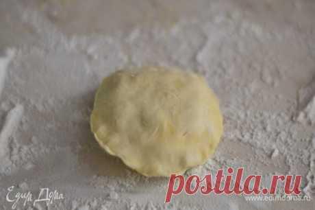 Очень вкусные тоненькие пирожки с мясом и картошечкой - очень и очень вкусно, просто не может быть по-другому!