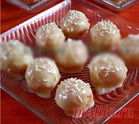 Конфеты из кураги в белом шоколаде  Курагу для этого десерта следует брать с большим количеством мякоти, в идеале следует брать сладкую кайсу, она мягкая и без косточек.  Ингредиенты: Показать полностью…