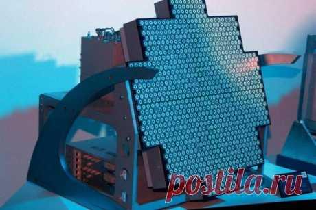 2020 сентябрь. Российские разработчики концерна «Вега» холдинга «Росэлектроника» (Госкорпорация Ростех) закончили испытания новейшего радара РОФАР с активной фазированной антенной решеткой на основе радиофотоники, способного, как сообщается, на дистанциях в несколько сотен километров обнаруживать даже «стелс»-самолёты противника, и в разы сократить размеры бортовых РЛС, что позволит интегрировать их в обшивку корпуса авиационной и морской техники и увеличить сектор обзора радиолокатора
