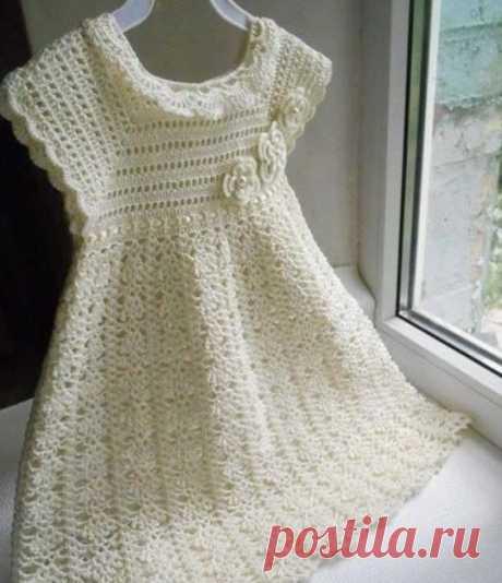 Очаровательное платье для маленькой модницы