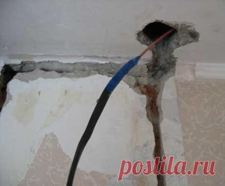 Как восстановить проводку, если перелом провода случился под стеной