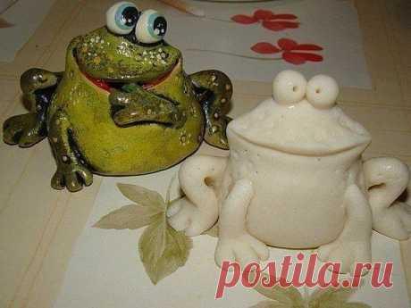 Лепим лягушку из соленого теста. Мастер-класс