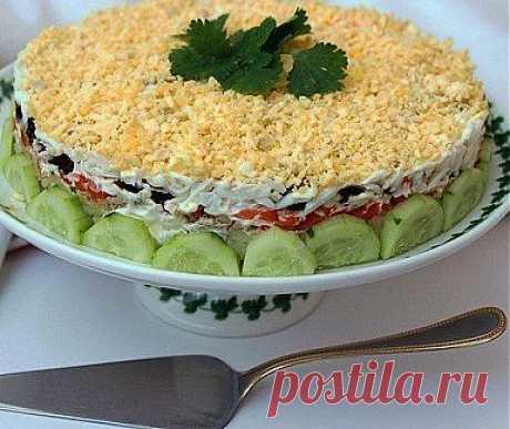 Салат из печени трески с черносливом