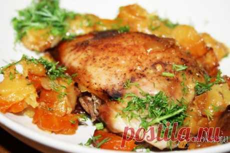 """Томленые куриные окорочка с картофелем и овощами Томленые куриные окорочка с картофелем и овощами - сытное, ароматное и невероятно вкусное (хотя и очень простое) блюдо для разнообразия вашего повседневного стола. Учитывая то, что блюдо бюджетное и не требует больших трудозатрат на его приготовление, у нас оно очень """"прижилось""""."""