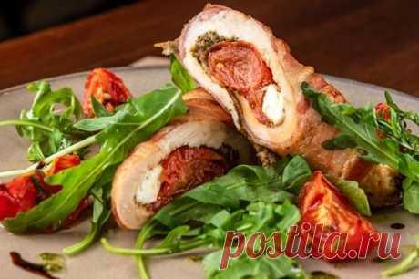 Рулет из куриных грудок с начинкой – 10 рецептов в духовке, на сковороде