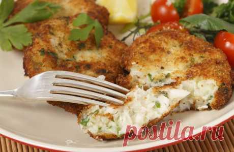 Нюансы вкусных рыбных котлет  Рыба является очень полезным и вкусным продуктом. А из рыбного фарша получаются сочные и нежные котлеты, которые можно подавать не только к обычному ужину, но и к любому торжеству. Рыбные котлеты жар…