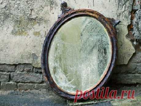 В каких случаях нужно выбрасывать зеркала из дома и как правильно это делать? Многие считают зеркала частью интерьера и не придают им особого значения. Однако на самом деле зеркала являются мощным проводником энергии, способной как навредить, так и помочь владельцам. В каких случаях нужно выбросить зеркало Зеркала являются частью интерьера, но со временем может...