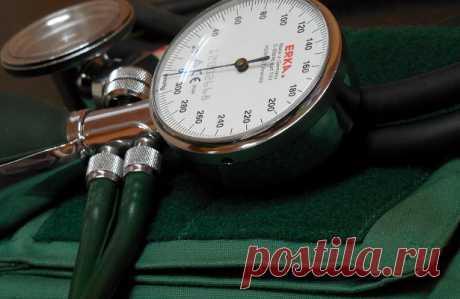 4безобидные привычки, которые повышают давление — Рамблер/доктор