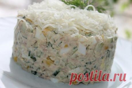 Салат из печени трески с кукурузой и огурцом. Нежный и очень вкусный