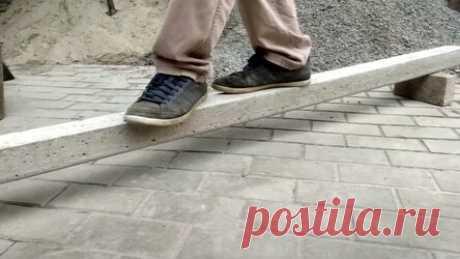 Как отливать бетонные столбики Приветствую всех любителей помастерить, предлагаю к рассмотрению инструкцию по изготовлению самодельных бетонных столбиков. Такие столбы вы сможете сделать нужной вам длины и диаметра, под самые разные нагрузки. Столбы армированы, в составе бетона есть щебень, так что столбы получаются довольно такие крепкие. Предлагаю более детально ознакомиться с процессом их изготовления!