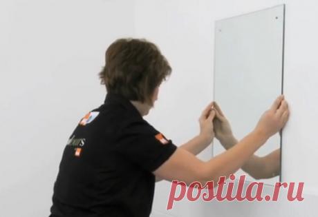Как прикрепить зеркало к стене с обоями СодержаниеПросто или сложно прикрепить зеркало к стене с обоямиГоль на выдумки хитра, прикрепить зеркало «намертво»Как прикрепить зеркало с помощью клеяКак прикрепить с помощью механического крепленияЗаключение Окончание ремонта, после того как улеглась пыль в квартире или комнате, не означает завершения строительных мук, еще многое предстоит поправить или даже переделать, но первым делом необходимо наладить освещение и …