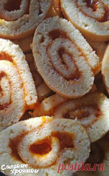 Rápido testo sobre la leche condensada para los panecillos, las tortas y los pasteles que se arrolla muy fácilmente y no se rompe
