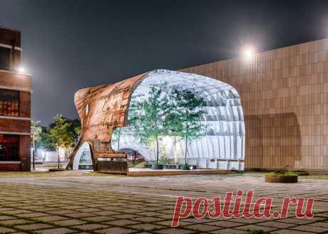 Вверх дном в Сеуле – заброшенный корабль или павильон?