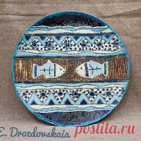 Рыбки) Этой тарелки давно нет в наличии, повтор возможен😊 ✈️Отправка Почтой России или СДЭКом по России и миру. 📩Всё существующие вопросы отправляйте в директ,ватсап,вайбер 89182512494 🏡Посмотреть, поговорить, провести мк приходите!) наша мастерская находится г. Туапсе, предварительно жду Вашего звонка. #ceramics #art #lizadrozdovskaya #keramika #gifts #handmade #ceramicsart #keramix #pottery #clay #керамика #керамикаручнойработы #тарелка #блюдо #ручнаяработа #рыба #туапсе #tuapse