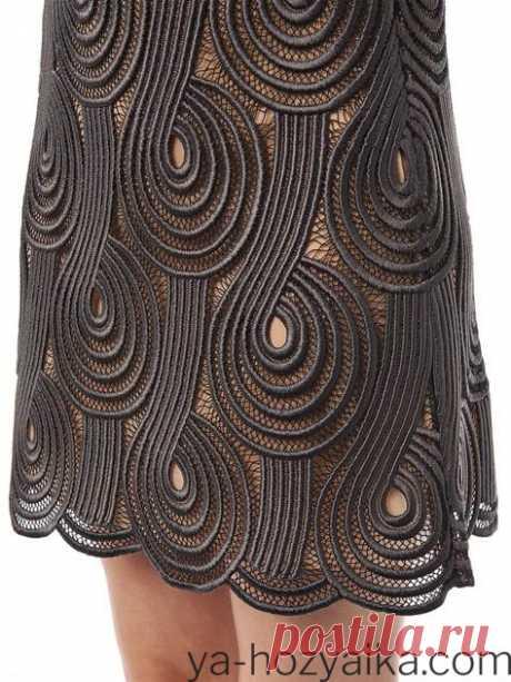 Кружевная юбка крючком Кружевная юбка крючком в технике ирландского кружева-жгутик на сетке. Вязать начинать нужно с центра верхней петли,там начало набора воздушных петель. А потом ряд обратно и [...]