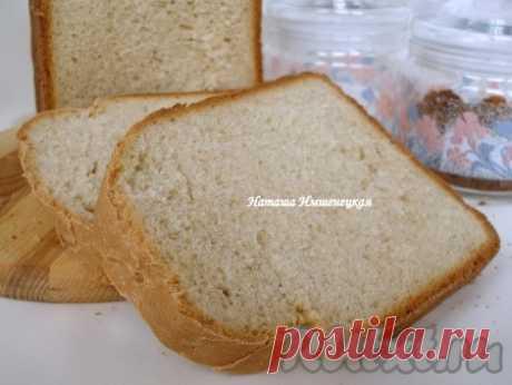 """""""Крестьянский"""" хлеб в хлебопечке - 6 пошаговых фото в рецепте Вкусный и ароматный """"Крестьянский"""" хлеб придется очень кстати к утреннему кофе или к обеденному столу. У этого хлеба хрустящая корочка, а мякиш долго остается свежим, благодаря высокому содержанию молока в тесте. Со всем процессом приготовления справилась хлебопечка. Вес хлеба 1 кг, выпекался в ..."""