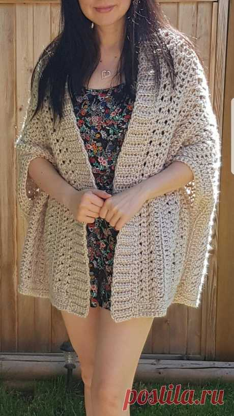 Trendy and easy shrug designed with simplicity in mind, this fold over shrug is a must have in your project list! Designed using super bulky yarn, this shrug is fast and easy to make. Designed as…