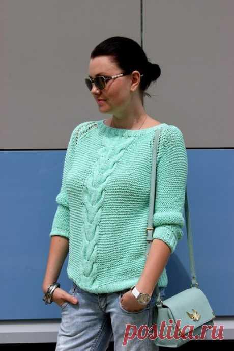 Бирюзовый свитер.