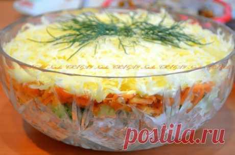 Веб Повар!: Салат с копченой курицей, корейской морковью и огурцом.