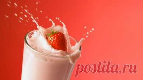 Смутные по составу и, как правило, неприятные на вкус промышленные коктейли для похудения можно заменить легким творожно-фруктовым смузи собственного приготовления. И реально сбросить вес.