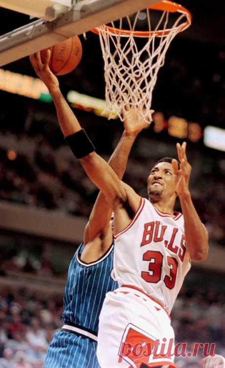 25 лет назад Скотти Пиппен засадил через Патрика Юинга. Ничего более унизительного в НБА не происходило - Bank shot - Блоги - Sports.ru
