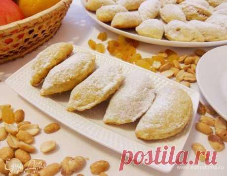 Греческие яблочные пирожки «Милопитакья»                           В переводе с греческого «Милопитакья» — это маленькие яблочные пирожки. Тесто на основе апельсинового сока, с добавлением корицы, ванильного сахара и апельсиновой цедры, что …