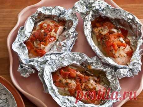 Лосось с томатами, запеченный в фольге рецепт