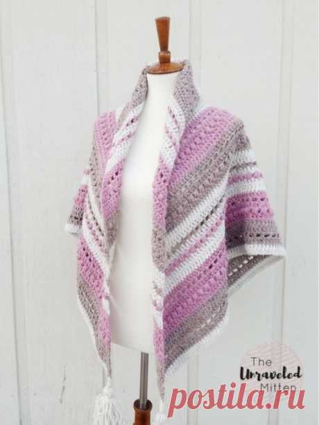ШАЛЬ WHAT YOU LOVE SHAWL (Вязание крючом) Дизайнер Heather (The Unraveled Mitten). Вам потребуется: •Пряжа метражом около 200-220 метров в 100 грамм: •2 мотка темно-розового цвета •2 мотка молочного цвета •2 мотка серо-бежевого цвета • крю…
