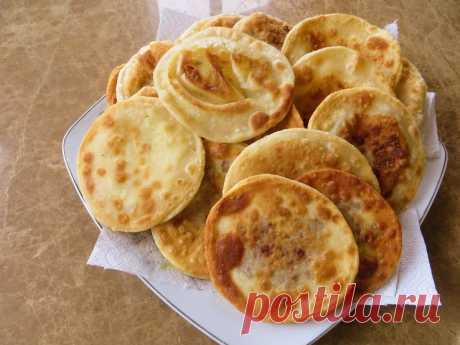 Тонкие жареные пирожки с картошкой на кефире — Sloosh – кулинарные рецепты