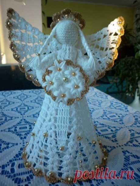 Очень красивые вязаные рождественские ангелы Вязаные рождественские ангелы. Такие красивые ангелы вяжет мастерица из Польши  Janeczka. Таких вязаных ангелов можно подарить, а можно и как игрушку повесить на елку.