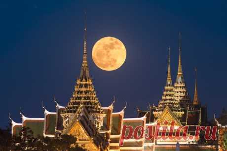 GISMETEO.RU: Почему Луна намного больше у горизонта? - События   Новости погоды.