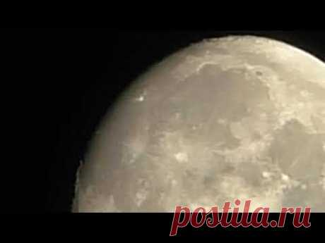 Что за странный объект и надписи на Луне?