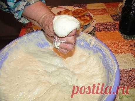 ПРИГОТОВЛЕНИЕ ТЕСТА. 37 СОВЕТОВ  1. Всегда добавляйте в тесто разведенный картофельный крахмал – булки и пироги будут пышными и мягкими даже на следующий день.  2. В любое тесто (кроме пельменного, слоеного, заварного, песочного), то есть тесто на пироги,блины, хлеб, оладьи — на пол литра жидкости добавляйте всегда «жменю» (примерно столовая ложка с горкой) манки.  3. Добавлять в тесто, помимо молока полстакана минеральной воды. Развести чайную ложку соды в пол стакане вод...