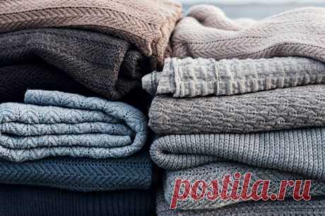 Как убрать катышки с одежды в домашних условиях. О том, можно ли предотвратить их появление на любимом свитере, читайте в нашей статье с видео.