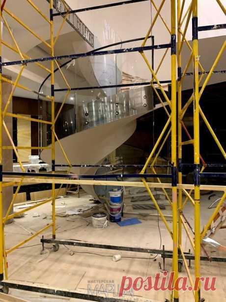 Изготовление лестниц, ограждений, перил Маршаг – Перила из моллированного стекла