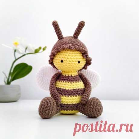Пчёлка амигуруми. Схемы и описания для вязания игрушек крючком! Бесплатный мастер-класс от Виктории Макаревич по вязанию пчёлки крючком. Высота вязаной игрушки примерно 12-15 см. Для изготовления пчелёнка автор исп…