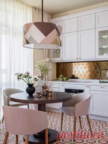 Современный интерьер кухни с яркими акцентами. Красота в деталях