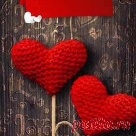 В День влюбленных желаю, пусть любовь правит миром, вашими мыслями и чувствами, делами и поступками, пусть она украсит ваши дни заботой и нежностью, а ночи — романтикой и страстью, пусть любовь наполняет каждый ваш шаг уверенностью, каждый взгляд — надеждой и каждое мгновение — счастьем!  #valentineday #valentinesgift #valentine #valentines #valentines2021 #valentinesweekend #открыткисднемвлюбленных #happyvalentine #happyvalentinesday #happyvalentines #love #loves #couple ...