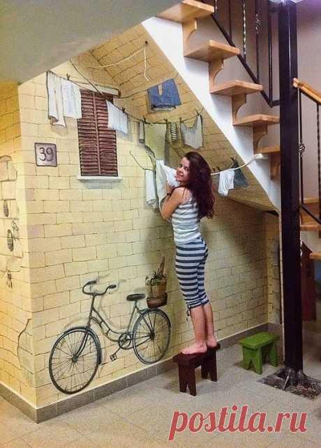 Креативная роспись стен и не только Стены и мебель с росписью смотрятся интересно и оригинально. Если же проявить фантазию и дополнить рисунок реальными предметами интерьера, получится невероятный эффект. Представленные идеи подойдут для самой обычной квартиры...